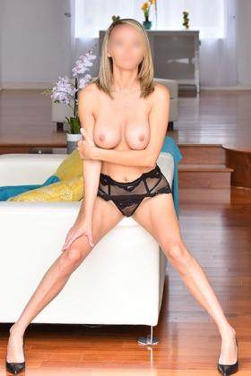 Sexy blondine Tessa